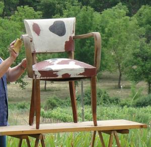 Atelier du bertou focus - Peindre un fauteuil en bois ...